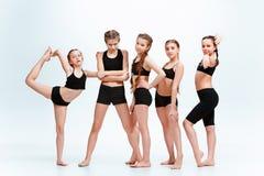 Les danseurs d'école de danse d'enfants, de ballet, de hiphop, de rue, géniaux et modernes Photos libres de droits