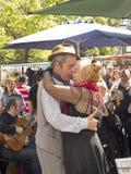 Les danseurs de tango exécute en secteur de San Telmo, Buenos Aires, Arge Photographie stock libre de droits