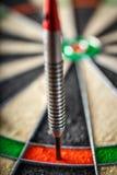 Les dards frappant le score 180 parfait Photographie stock libre de droits