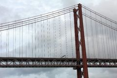 Les 25 de Abril Bridge à Lisbonne, Portugal Images stock