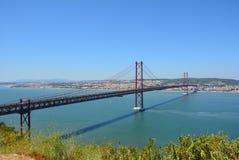 Les 25 De Abril Bridge, Lisbonne Photos libres de droits