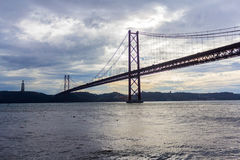 Les 25 De Abril Bridge, Lisbonne, Portugal Images stock
