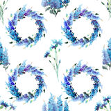 Les delphiniums colorés et les bleuets de beau ressort floral lumineux magnifique merveilleux tendre tressent avec des bourgeons Photo stock