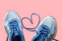 Les dentelles avec le coeur signent, aiment le concept de sport Photographie stock