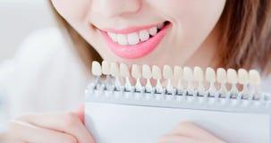 Les dents blanchissent le concept images libres de droits