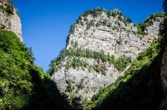 Les dessus des roches en canyon de Chegem Photo libre de droits