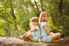 Les deux belles petites soeurs Images stock