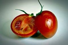 Les deux moitiés de la tomate Image libre de droits