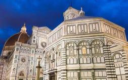 Les Di Santa Maria del Fiore de basilique et campanile du ` s de Giotto photographie stock