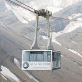LES DIABLERETS, SWIZTERLAND - 22 LUGLIO: Ascensore di sci al ghiacciaio di area Fotografie Stock