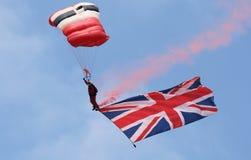 Les diables rouges du régiment de parachute parachutent équipe d'affichage Images libres de droits