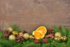 Les différents genres d'épices ont séché des oranges et des cônes, Noël décembre Images stock