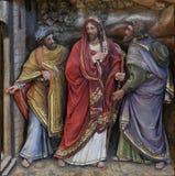 Les disciples rencontrent Jésus sur la route à Emmaus image libre de droits