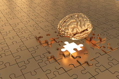 Les disparus de cerveau de morceau de puzzle construisent l'or Photographie stock