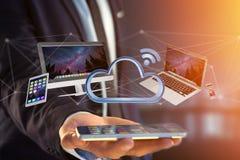 Les dispositifs aiment le smartphone, le comprimé ou l'ordinateur volant au-dessus du connecte Photographie stock libre de droits