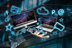 Les dispositifs aiment le smartphone, le comprimé ou l'ordinateur volant au-dessus du connecti Images libres de droits
