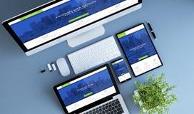 les dispositifs bleus de vue supérieure autoguident le websi moderne d'affaires de ville de web design Images libres de droits