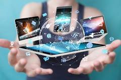 Les dispositifs de technologie se sont reliés entre eux par renderi de la femme d'affaires 3D Photo stock