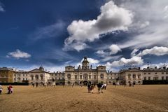 Les dispositifs protecteurs de cheval royaux défilent à Londres Image stock