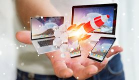 Les dispositifs se reliants et la fusée de démarrage 3D de technologie d'homme d'affaires rendent Photos libres de droits