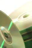Les disques compacts empilent et CD Photos stock