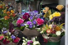Les diverses fleurs pour des bouquets à vendre Image libre de droits