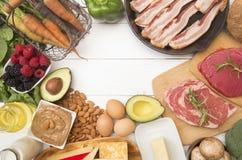 Les diverses nourritures qui sont parfaites pour le carburateur à haute teneur en graisses et bas suit un régime image libre de droits