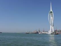 Les docks historiques de Portsmouth et le Spinnaka dominent, Portsmouth, Hampshire Images libres de droits