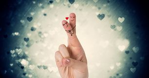 Les doigts du ` s de Valentine aiment la vignette de couples et de coeurs Photos stock