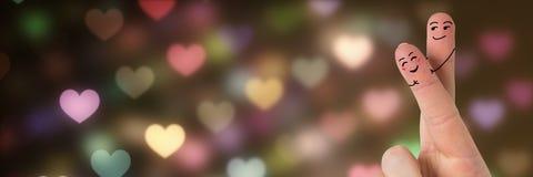 Les doigts du ` s de Valentine aiment rougeoyer de lumières de coeur de couples et de bokeh Photo stock