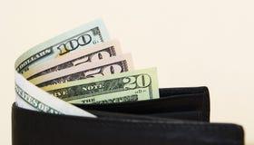 Les dollars d'Amarican sont partiellement évidents avec un purse2 photographie stock libre de droits