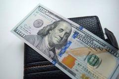 Les dollars ont roulé le plan rapproché photographie stock libre de droits