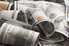 Les dollars se trouvent chaotiquement - image image libre de droits