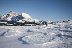 les dolomites d'alpes aménagent la neige en parc de montagne Image stock