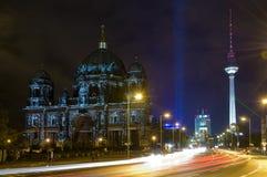 Les DOM à Berlin la nuit Photos libres de droits