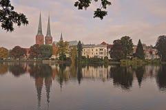 Les DOM de cathédrale ou de Lubecker de Lübeck est une grande brique ont construit la cathédrale luthérienne à Lübeck photo stock