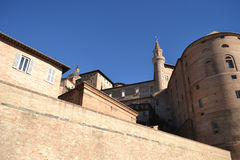 Les DOM et palais ducal - Urbino Photographie stock libre de droits