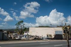 Les dommages au cimetière murent Caguas, Porto Rico Photos libres de droits