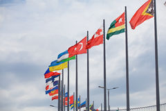 Les drapeaux évoluent au-dessus de Sotchi Autodrom Russe Grand prix Photos libres de droits