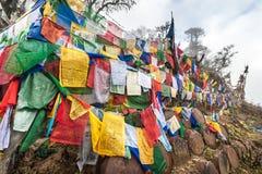 Les drapeaux colorés de prière chez Pelela passent, le Bhutan Photos stock