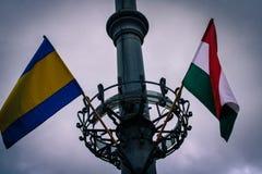 Les drapeaux officiels de Debrecen et de la Hongrie image stock
