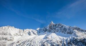 Les Drus som är maximal i de franska alpsna Arkivfoton