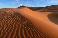 Les dunes de l'erg Chebbi au Maroc image stock