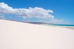 Les dunes de sable dans Aomak échouent la zone protégée, île d'île de Socotra, Yémen, détendent, lune de miel, évasion Images libres de droits