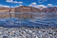 Les eaux bleues avec image libre de droits