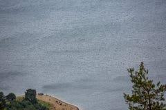 Les eaux bleues de Dospat de tout en haut de photographie stock