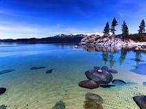 Les eaux bleues de ondulation de Tahoe Photos libres de droits