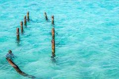 Les eaux bleues de turquoise Photo stock