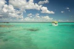 Les eaux bleues peu profondes Images stock