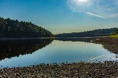 Les eaux calmes photo stock